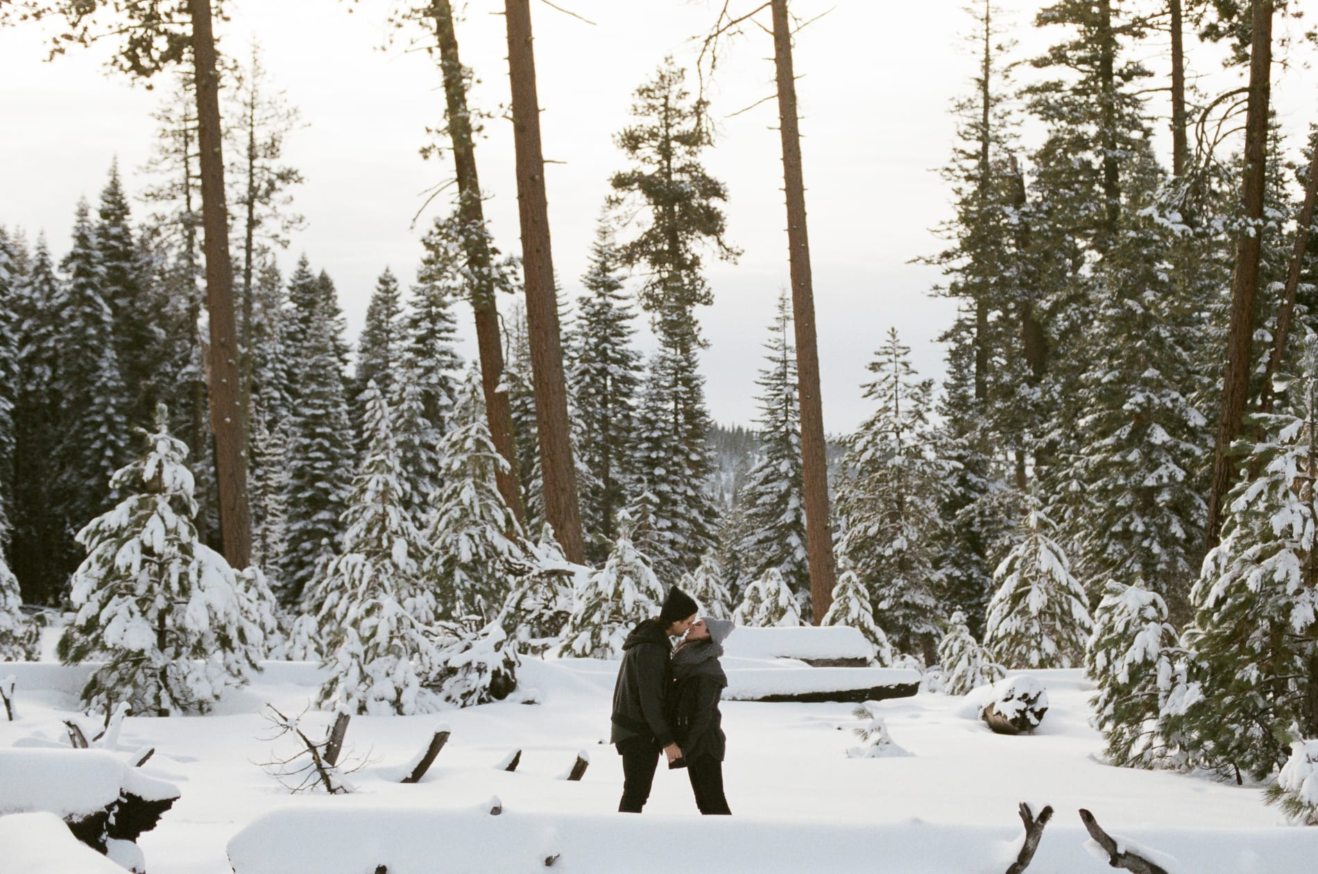 mt-lassen-winter-snow-couples-photo-7