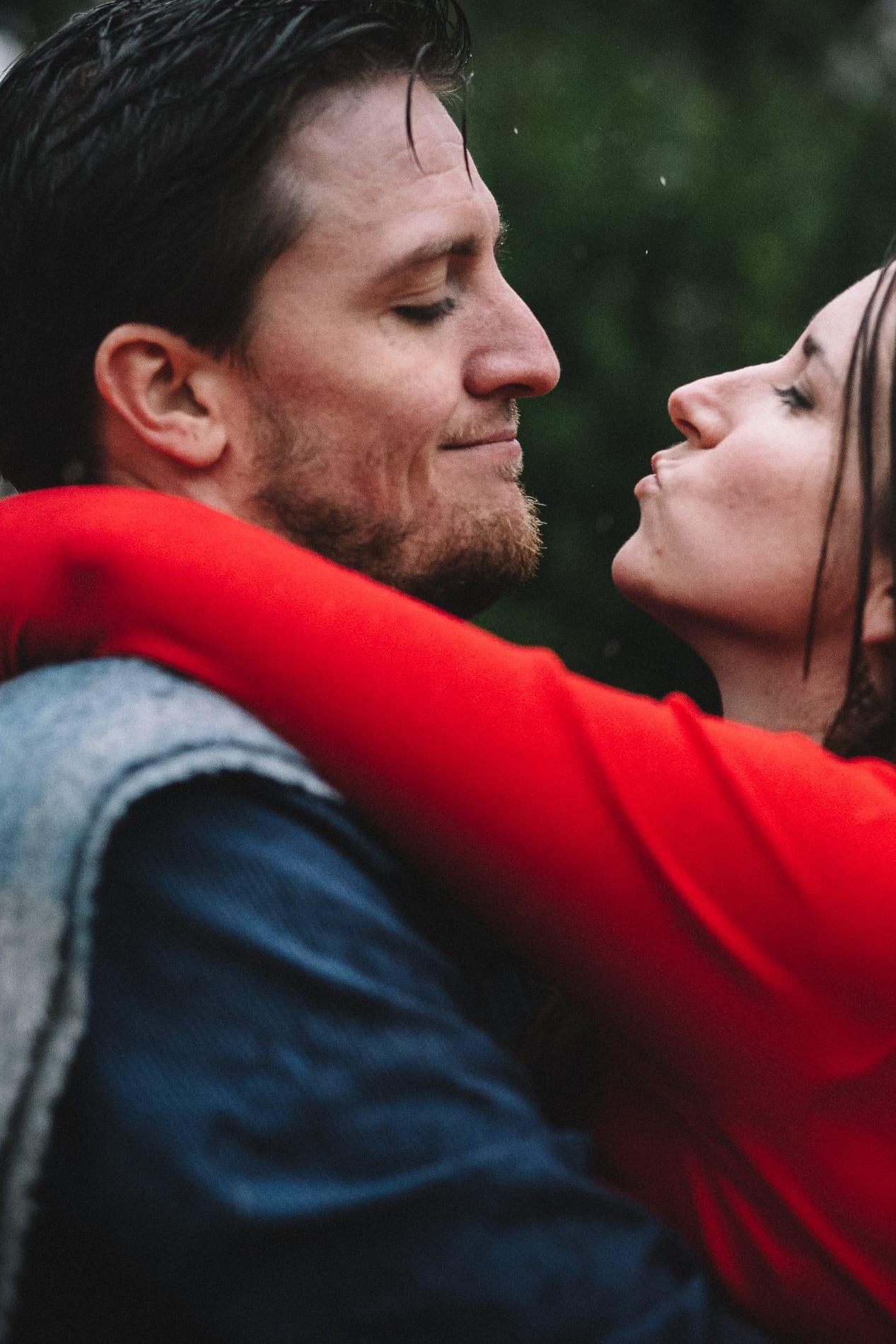 redding-caldwell-lake-park-gazebo-couples-photo-12