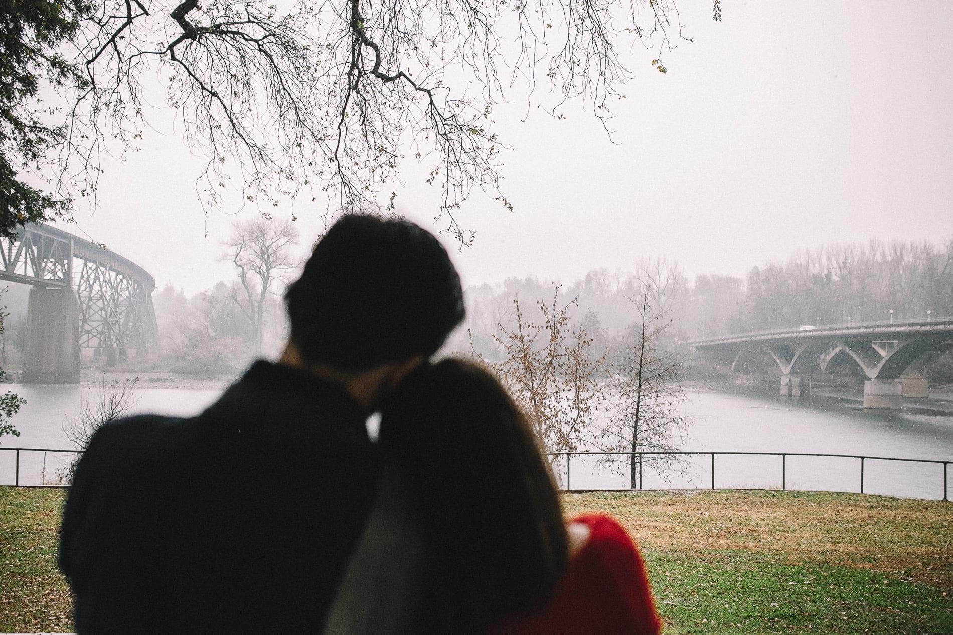 redding-caldwell-lake-park-gazebo-couples-photo-4