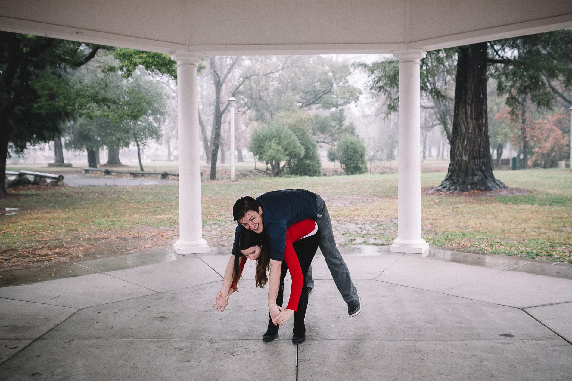 redding-caldwell-lake-park-gazebo-couples-photo-5