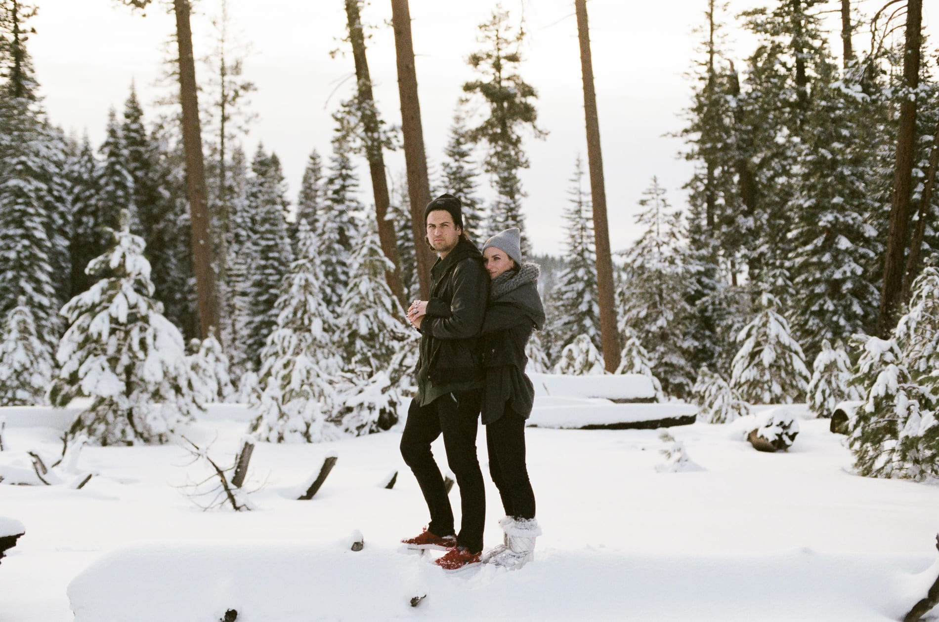 mt-lassen-winter-snow-couples-photo-10