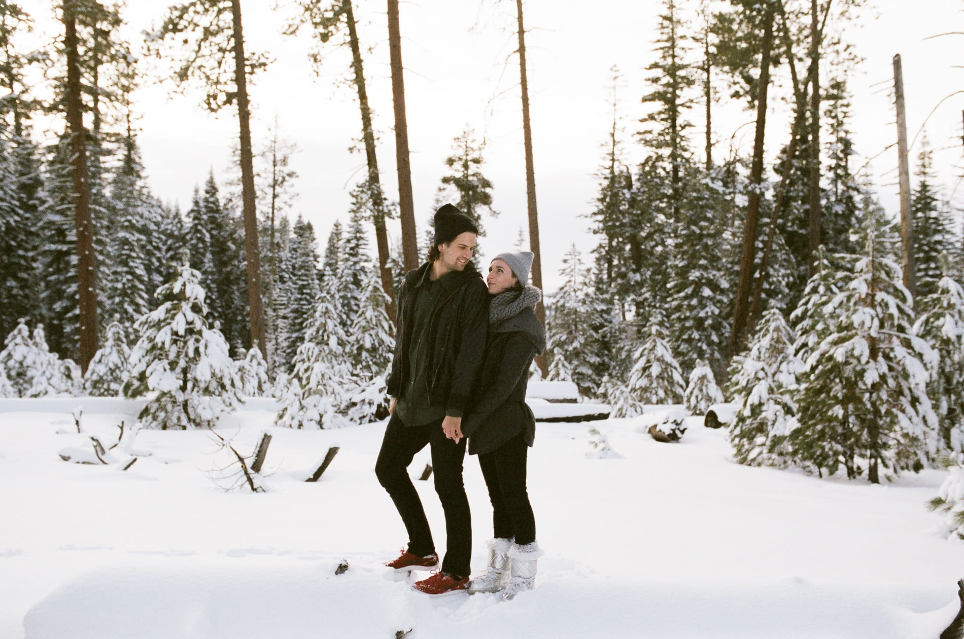 mt-lassen-winter-snow-couples-photo-11