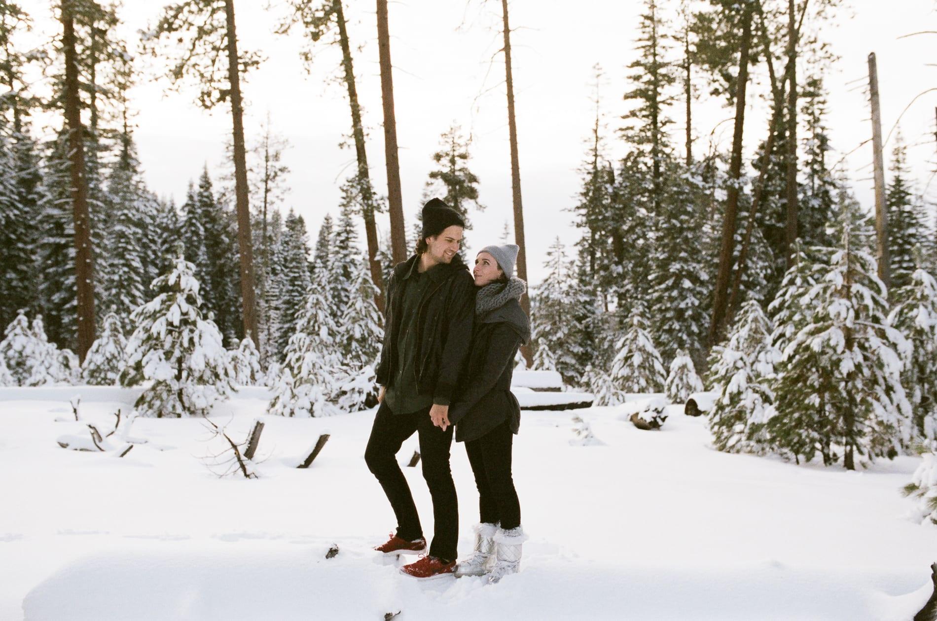 mt-lassen-winter-snow-couples-photo-11