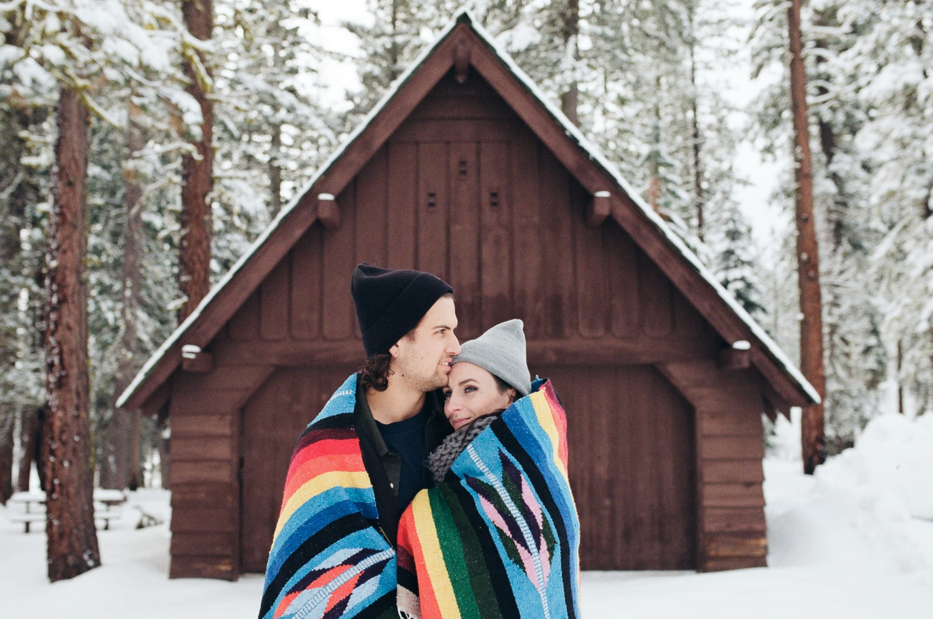 mt-lassen-winter-snow-couples-photo-3