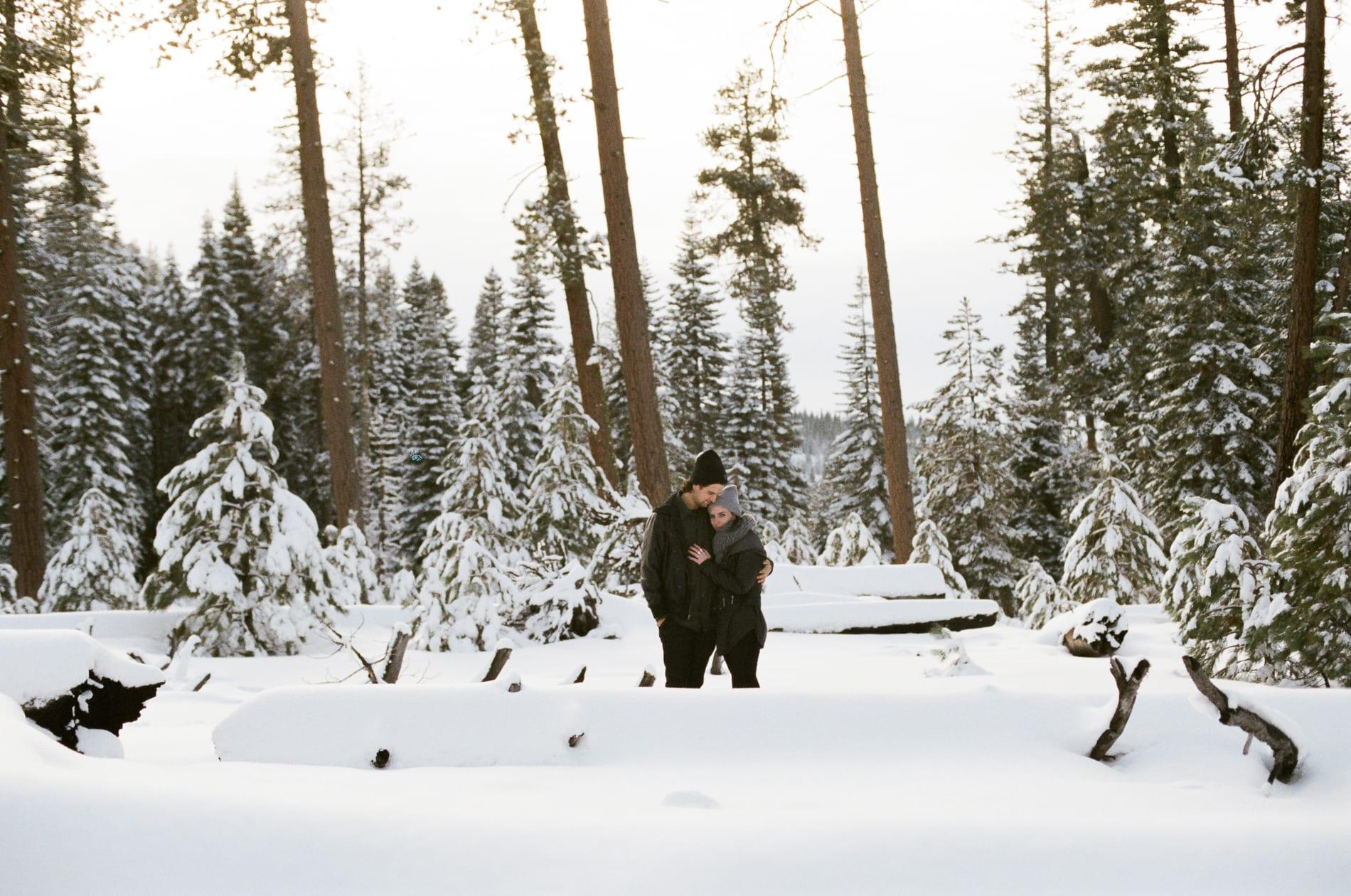 mt-lassen-winter-snow-couples-photo-8