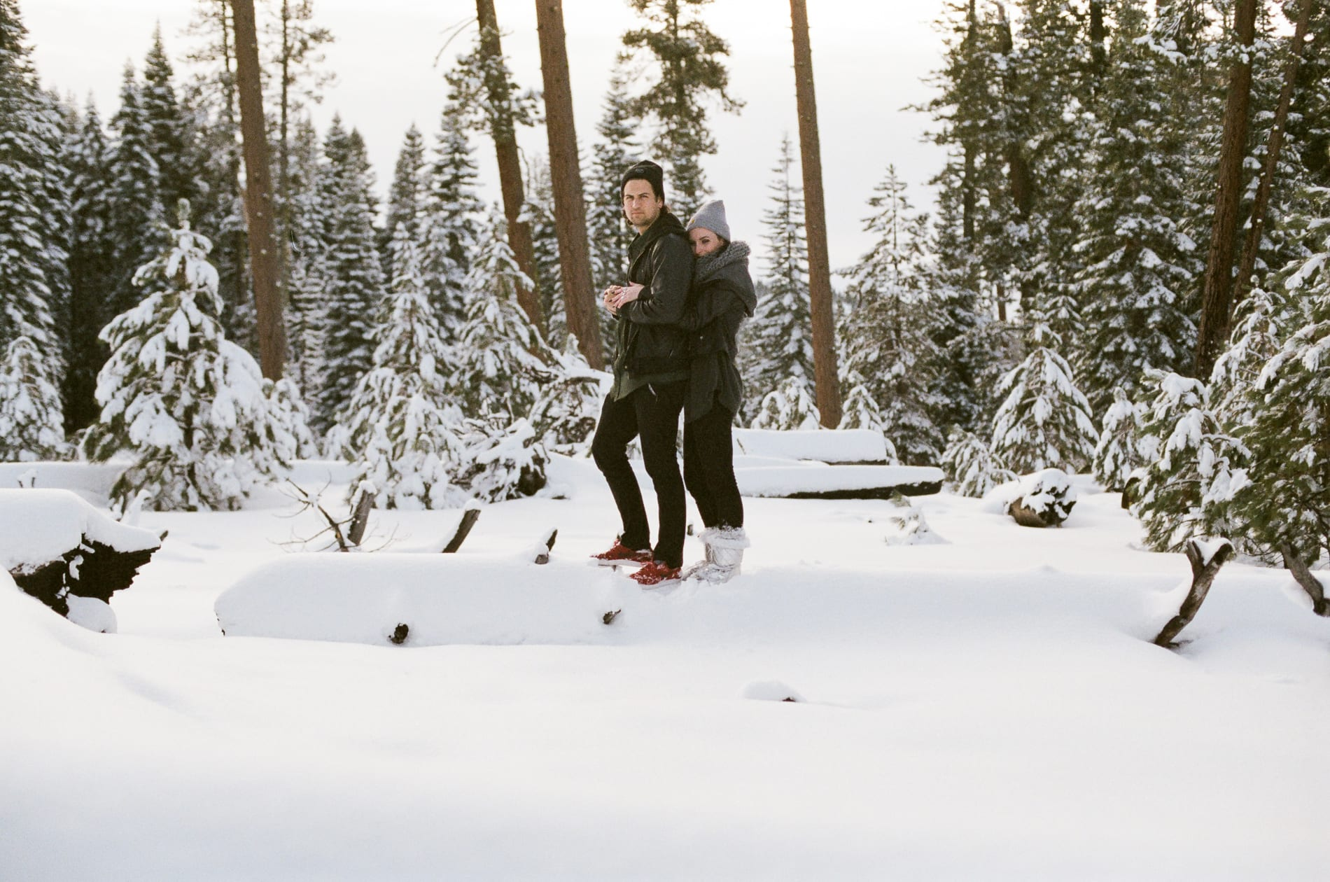 mt-lassen-winter-snow-couples-photo-9